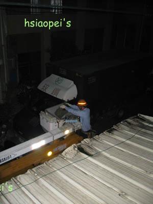 090529沒電的晚上2-辛苦的工作人員.jpg