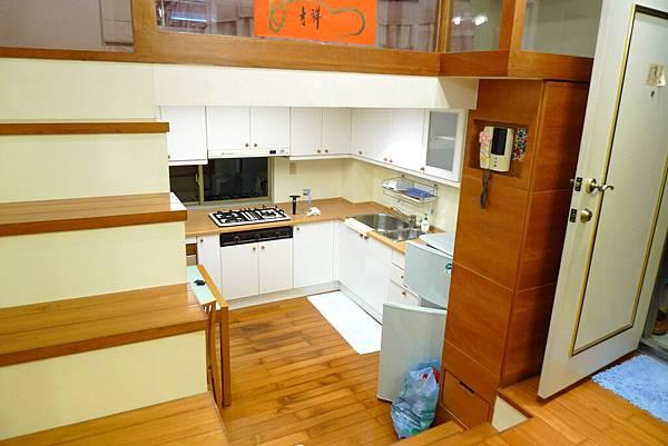 客廳向廚房2