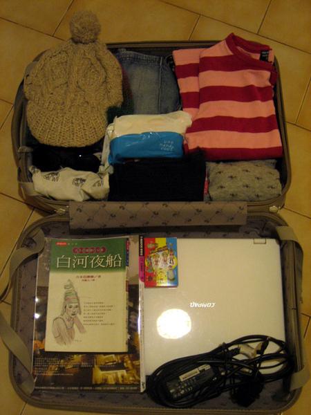 整理行李是最愉快的時光啦~帶這個包那個,走來走去很忙碌