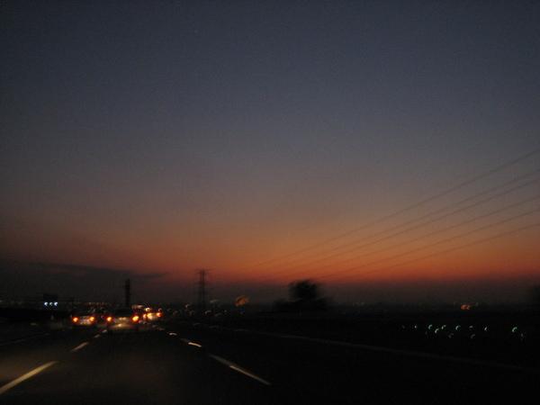 離開後直奔高速公路,我們今晚要住在彰化