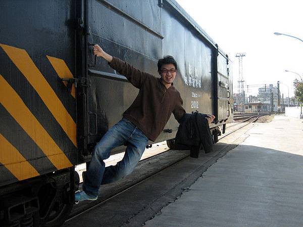 月台邊停了好多火車