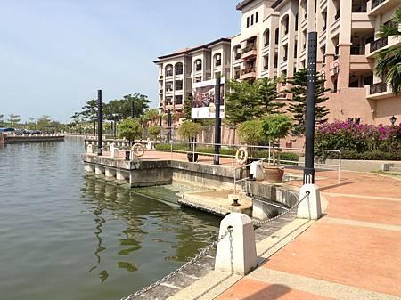 飯店私有的碼頭,遊河的船艇會在此接飯店客人