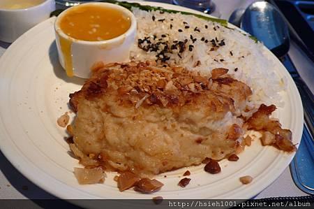 午餐主菜選魚排搭配椰汁飯