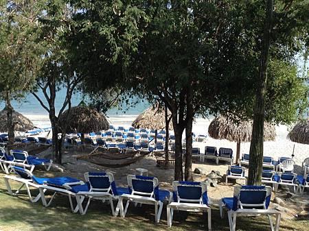 飯店的海邊.jpg