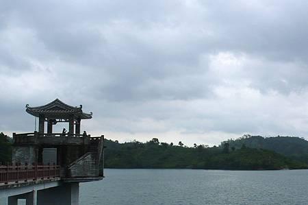 眺望紅花湖