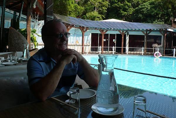 青青時尚會館泳池畔的午餐