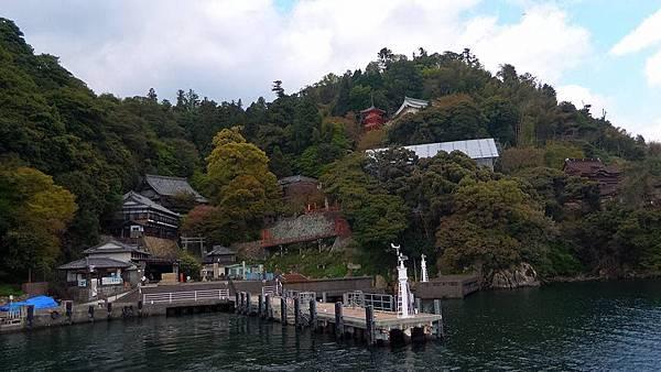 琵琶湖上的竹生島.jpg