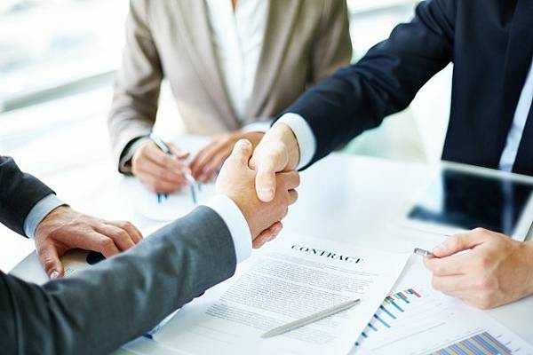 handshake-close-up-executives_1098-1384.jpg