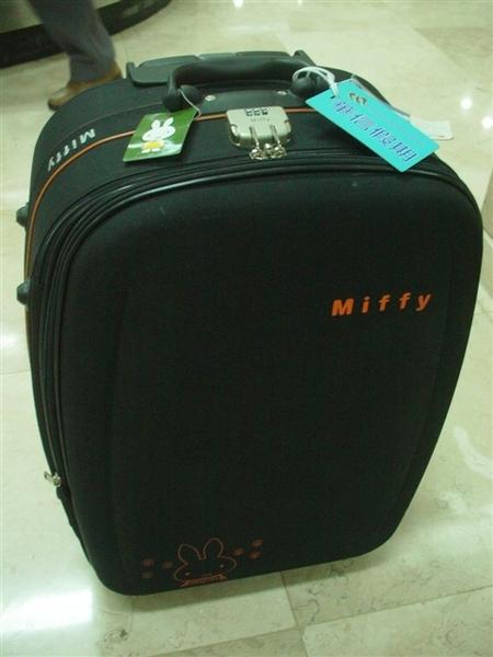 我和老公的Miffy兔行李箱