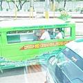當地的小公車(隨叫隨上)
