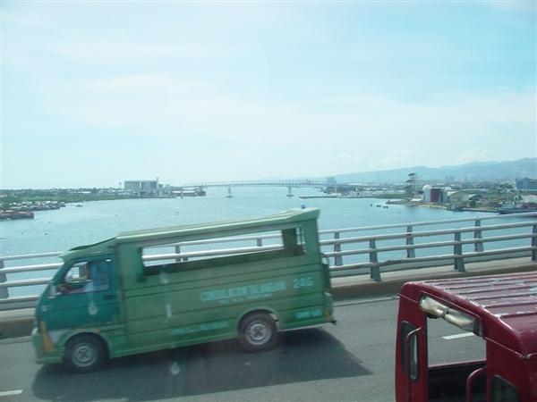 從馬克丹前往宿霧島的跨海大橋