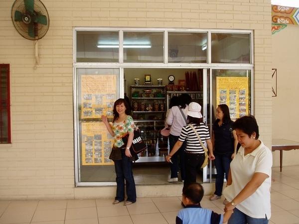 定光寶殿的小商店(可在此買一瓶P20的小礦泉水)