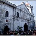 聖嬰教堂(Santo Nino Church)外擁擠的人群