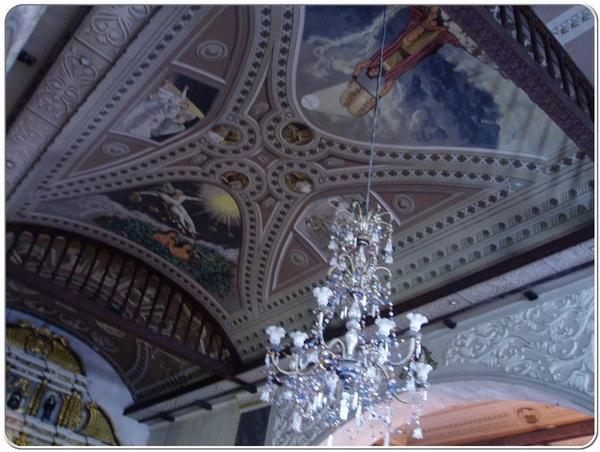 天花板的宗教藝術很美