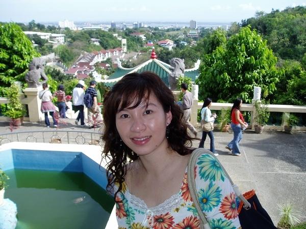 照片左上方的白色大建築物~就是我們將下榻的水藍城堡飯店(Waterfront Cebu City Hotel and Casino)