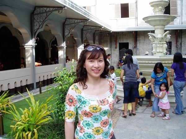 教堂的中庭內~