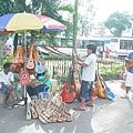 麥哲倫十字架週邊的攤販~當地人似乎很愛小吉他~但不知到底能不能彈?