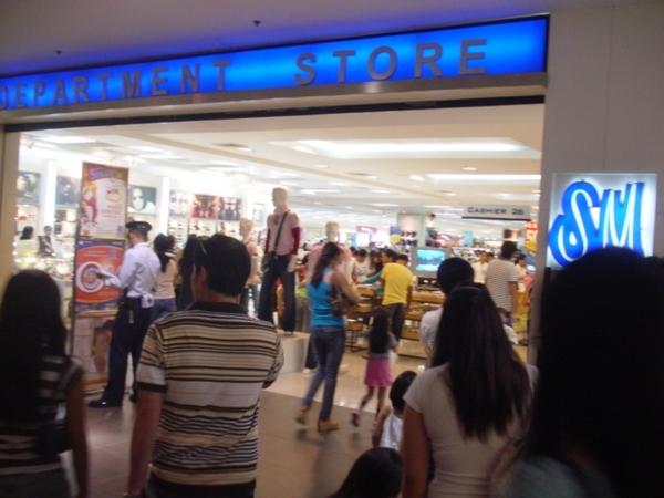 SM Mall裡的百貨公司~有如高雄夢時代的阪急百貨~
