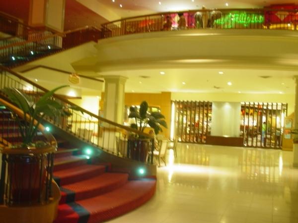 飯店大廳的手扶梯~走上去就是Casino賭場~