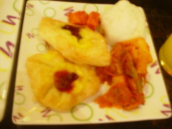 西式餅乾~韓氏泡菜(夠味!)和小籠包~