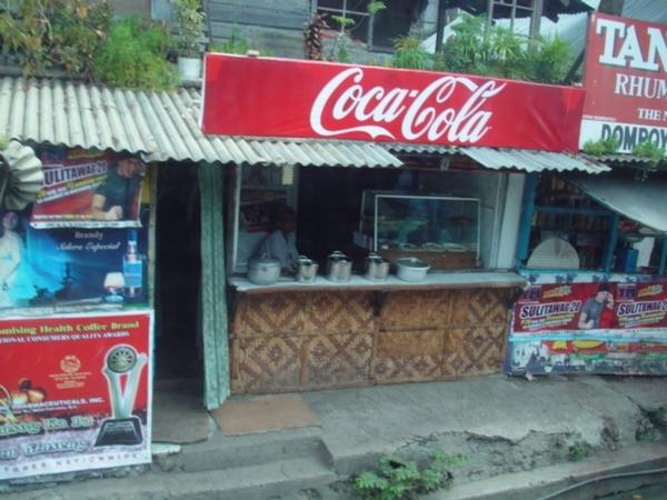 小店的「扛棒」很愛用可口可樂的廣告牌~