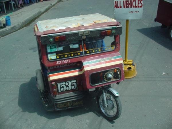 薄荷島的Taxi~上面可載兩人~可比旗津三輪車的特色~