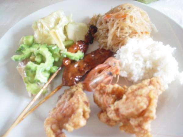菲式料理實在沒啥特色~這餐是最普通的~但在竹筏上的用餐氣氛真的不錯!