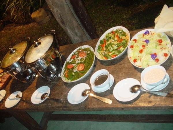 渡假村的供餐比較精緻~小餐包超好吃的!有一種特別的香甜口感~每次一端出馬上被拿光!