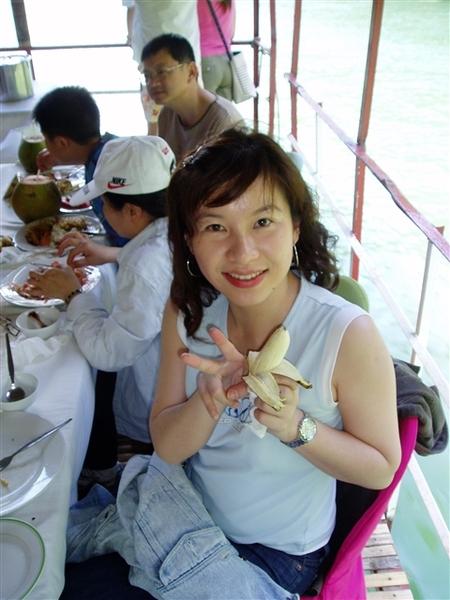 菲律賓的香蕉和美濃一樣多~口味和台灣的差不多~吃免驚的!