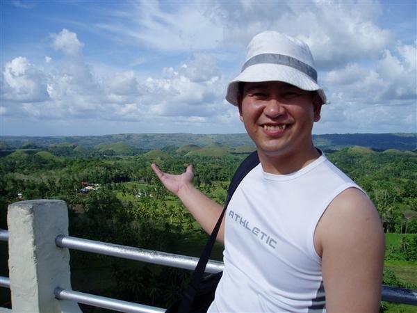 據說薄荷島上有千來座巧克力山丘哦!巧克力山就是只長草~不長樹的山丘!