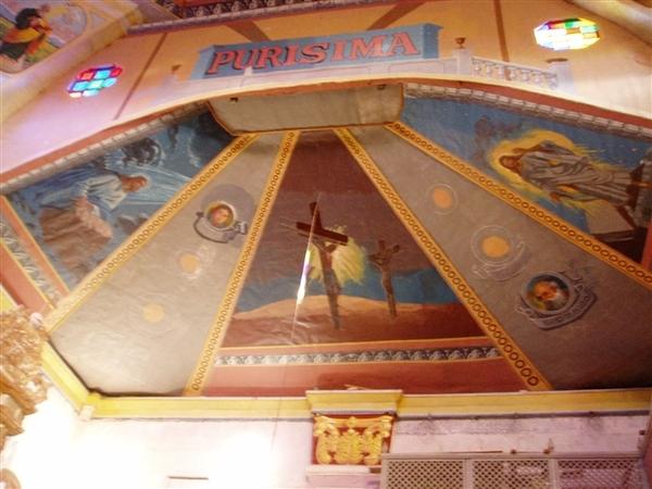 巴卡容教堂天花板的壁畫~一樣是有關耶穌的故事~