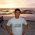 在白色沙灘上看日出還真的蠻美的!感覺不賴~
