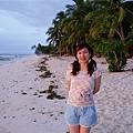 再來一張沙灘後方的兩顆椰子樹~這是白天版~