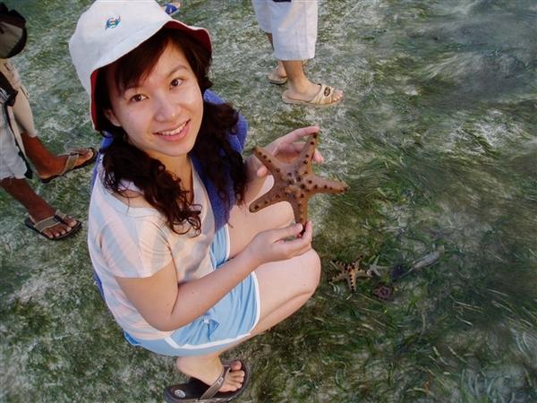 在潮間帶看得到海星哦!!手拿海星拍照感覺很妙!