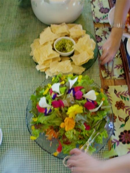 鮮花沙拉和薄餅~很有特色~