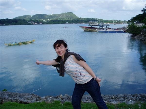 神蹟教堂外面的湖~景色也很適合散步喲!
