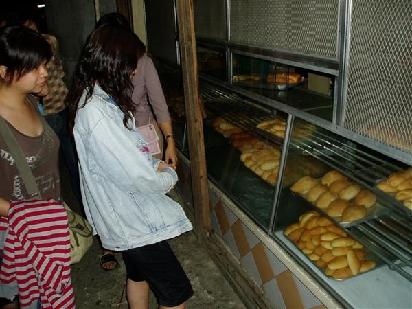 一定要體驗的菲國麵包~由於還念念不忘渡假村小餐包的滋味~希望能買到同樣的小餐包~