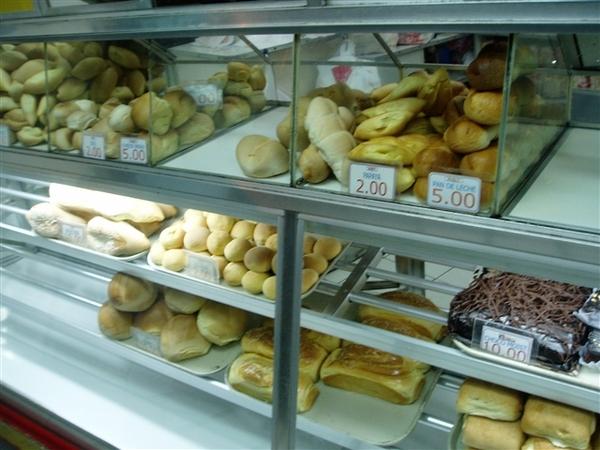單價都不貴~P2、P5、P7的~麵包的訴求是越嚼越有味~推這家Julie's的木瓜(PAPAYA)餐包~