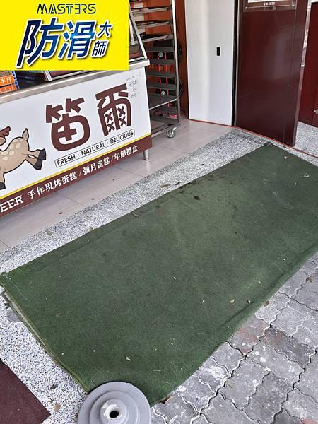 蛋糕店-門口斜坡 工作區-玻璃石 磁磚地面防滑止滑施工-01.jpg