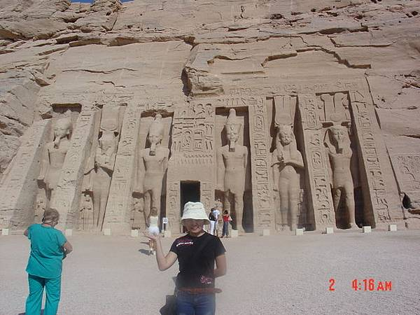 來到埃及的感覺---好熱及什麼東西都在比大的啦