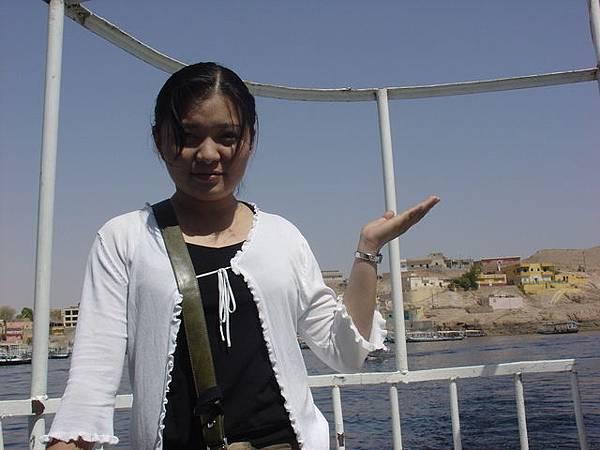 坐在風帆船上的偶--其實此刻非常的熱,還得假仙