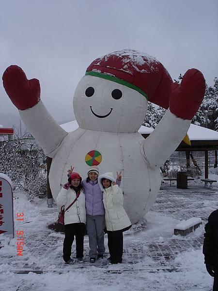 超大雪人與大中小雪人合影