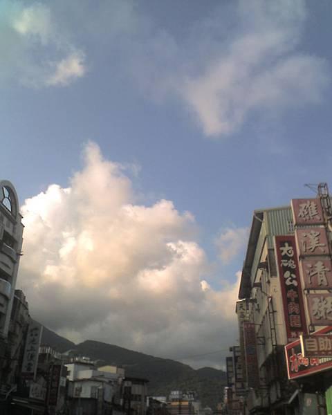 0815礁溪市區的天空.jpg