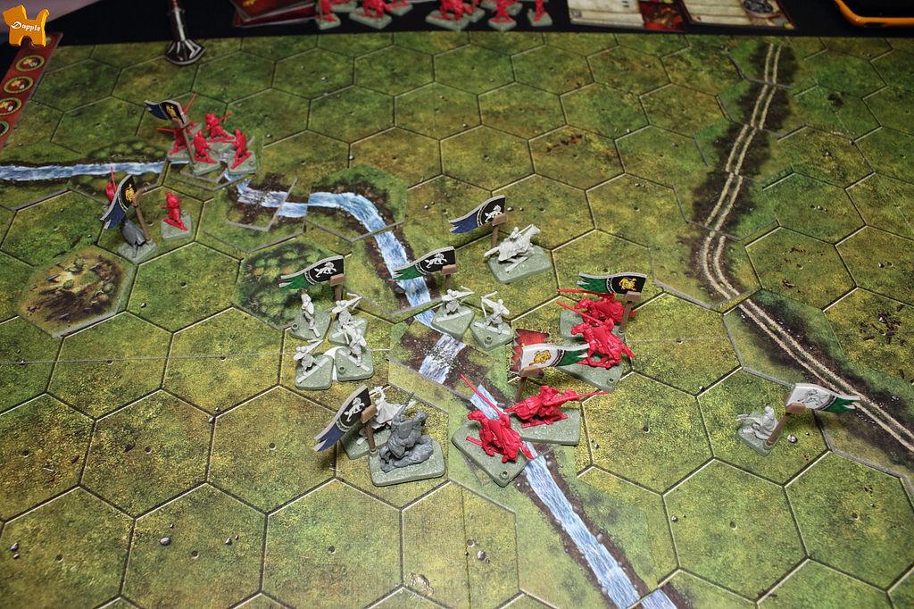 左上方史塔克的戰略點被蘭尼斯特搶走了,不過蘭尼斯特要搶到中間河邊這第二個才算贏!第五回合結束,史塔克獲勝!