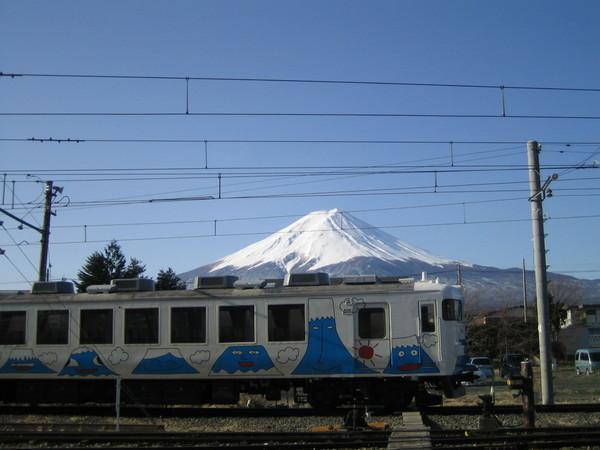 在等火車去FUJIQ時停在旁邊。好可愛阿!