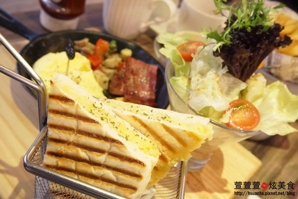 高雄- 44 bit cafe (1).JPG