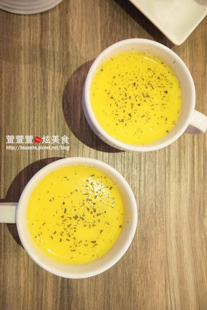 高雄- 44 bit cafe (18).JPG