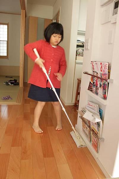 吃完早餐要服勞役---幫思慧阿姨打掃