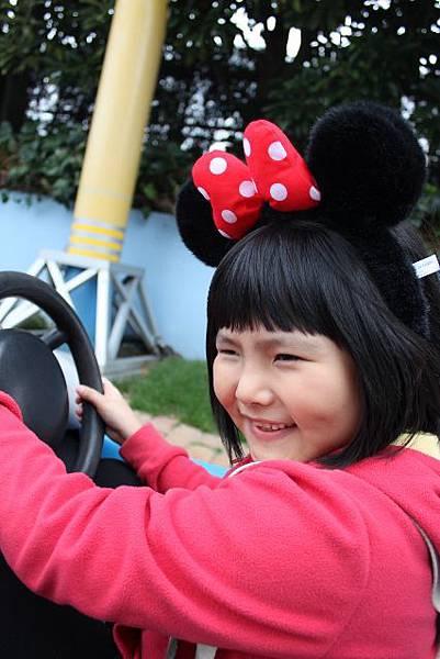 米妮開車中