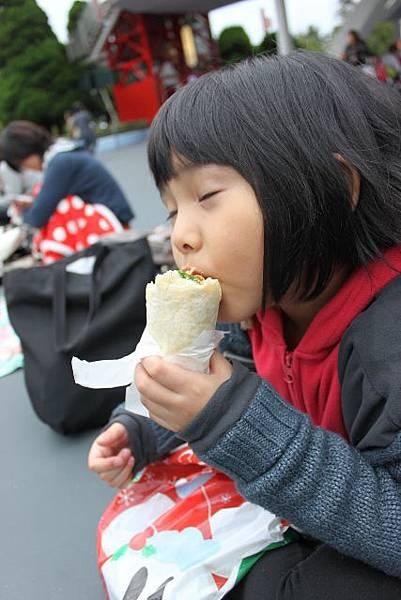 邊等遊行 邊吃午餐 有哪麼好吃嗎